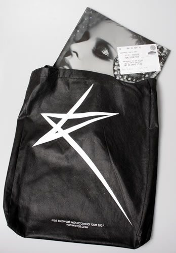 Kylie-Minogue-Showgirl-Homecomi-544676