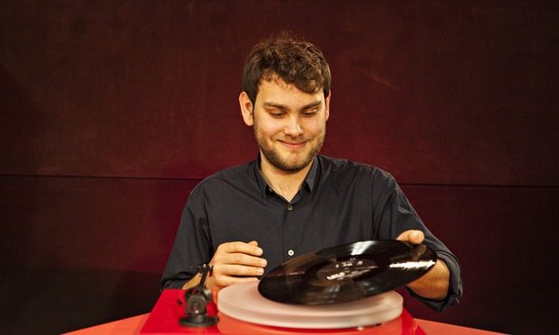 Mike Greene sets to work to test the best vinyl turntables.