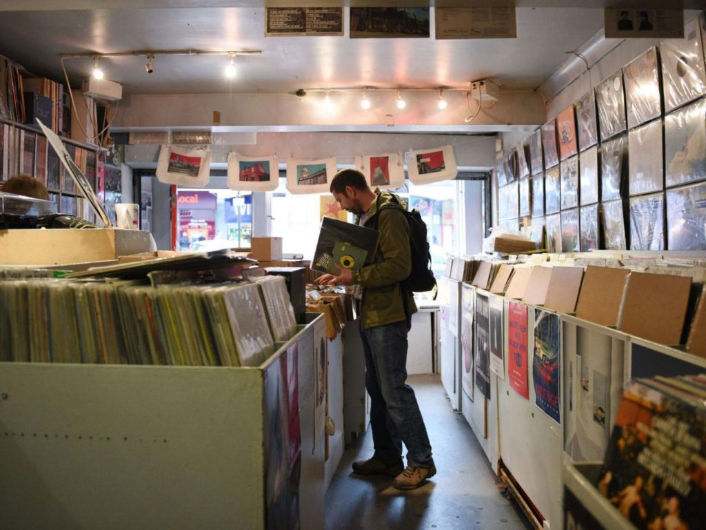 1-vinyl-record-afp