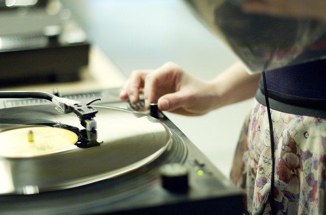 vinyl-record-player-2016-billboard-1548